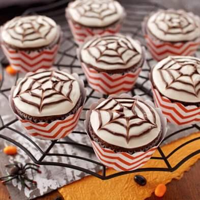 18494-halloween-spider-web-cupcakes-600x600